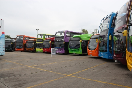 Part of Reading's 'Rainbow of Buses'.